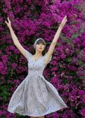 Kseniia Kadobnovak - Flower girl