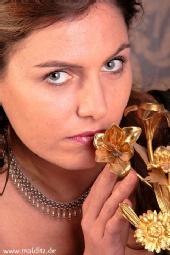 Underwatermodel Nadine - golden rose