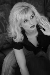 Lauren - black N white