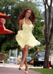 Gina Maria - Walking on Sunshine