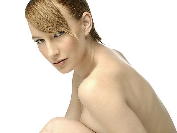 Layna Brett - Beauty Shot