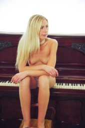 Gemma - My cheeks play better notes
