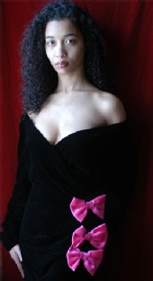 Wicilha Alfredo - Wicilha wearing Oscar de la Renta
