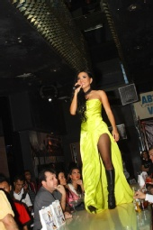 Estetika Model Management - Singer/Model RIANTI